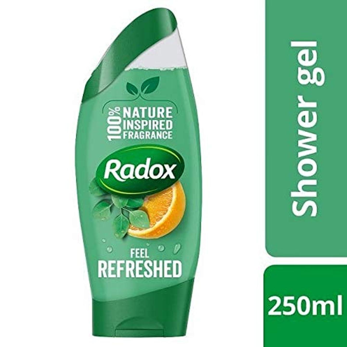 行くツーリスト繁殖[Radox] Radoxが更新ユーカリ&シトラスシャワージェル250ミリリットルを感じます - Radox Feel Refreshed Eucalyptus & Citrus Shower Gel 250ml [並行輸入品]