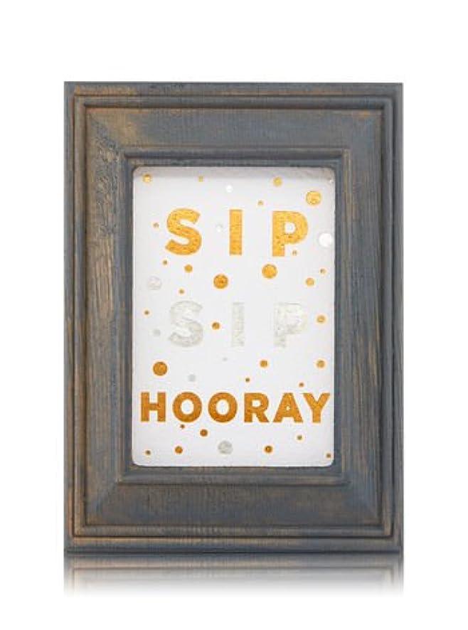 憂慮すべき節約首尾一貫した【Bath&Body Works/バス&ボディワークス】 ルームフレグランス プラグインスターター (本体のみ) ウッドフレーム ゴールド シルバー Wallflowers Fragrance Plug Wooden Sip Sip Hooray Frame [並行輸入品]