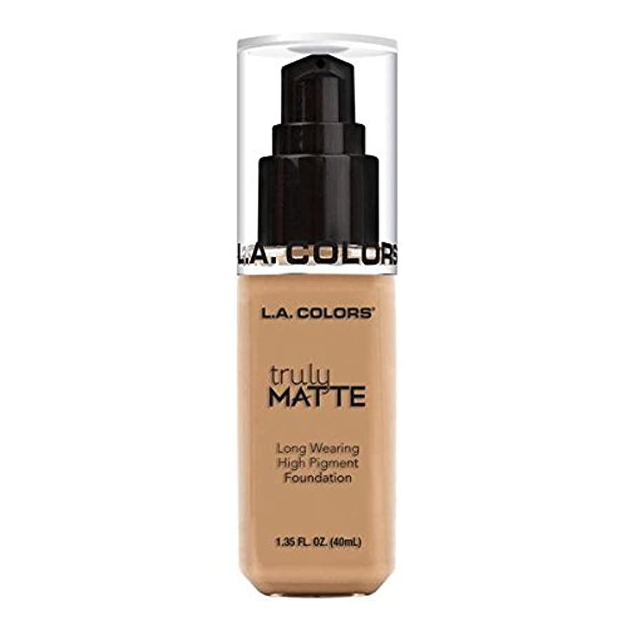 太い欺く排他的(6 Pack) L.A. COLORS Truly Matte Foundation - Soft Beige (並行輸入品)