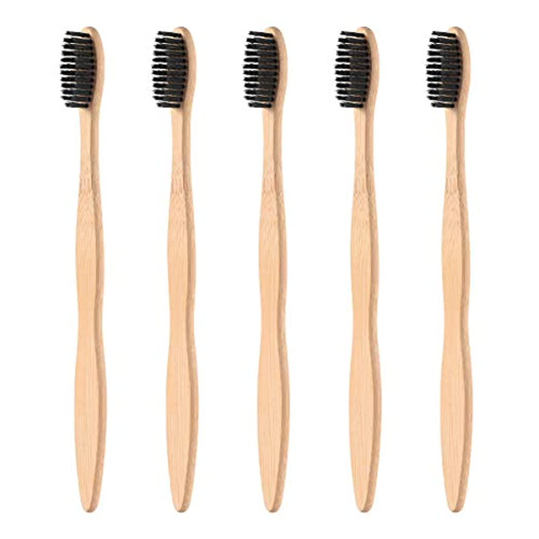 持っている暫定の人物SUPVOX 5本の天然竹製の歯ブラシ木製エコフレンドリーな歯ブラシで黒く柔らかい剛毛