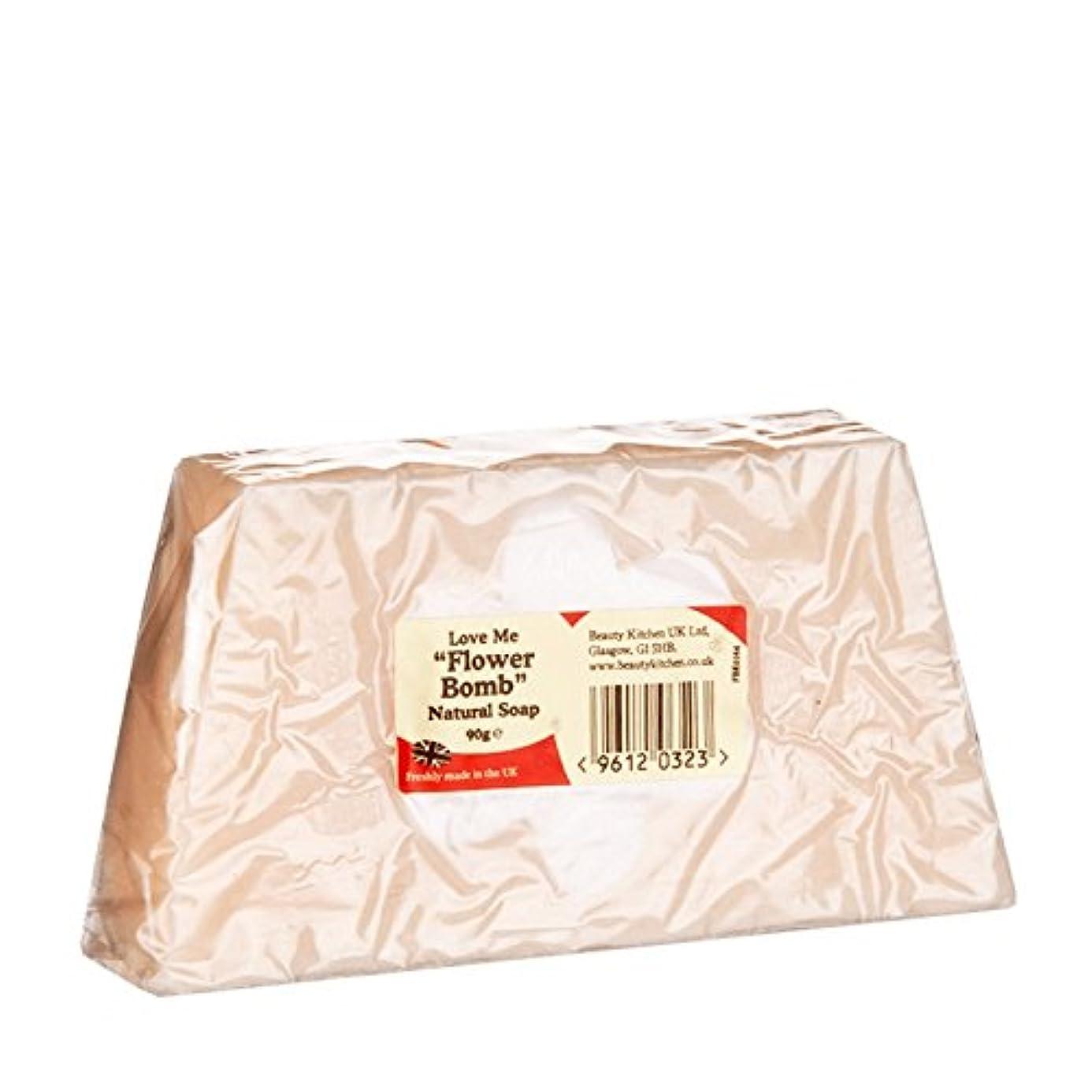 合唱団ショルダーきゅうりBeauty Kitchen Love Me Flower Bomb Natural Soap 90g (Pack of 6) - 美しさのキッチンは私に花爆弾の天然石鹸90グラムを愛し (x6) [並行輸入品]