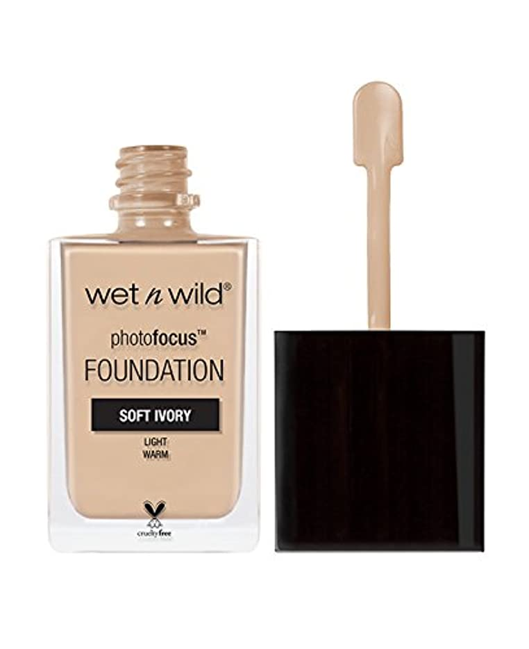 前部伝統的目の前のWET N WILD Photo Focus Foundation - Soft Ivory (並行輸入品)
