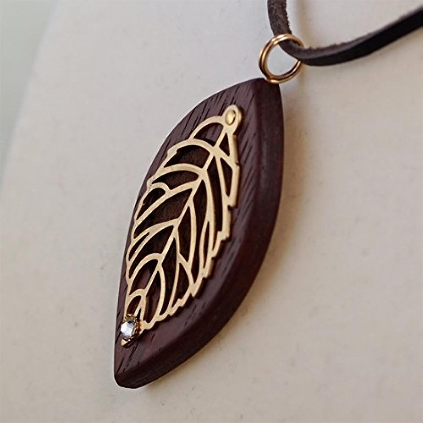 手紙を書く湾遠洋の木製オリジナルアロマペンダント 【天使の小瓶】 木の葉(ゴールド)