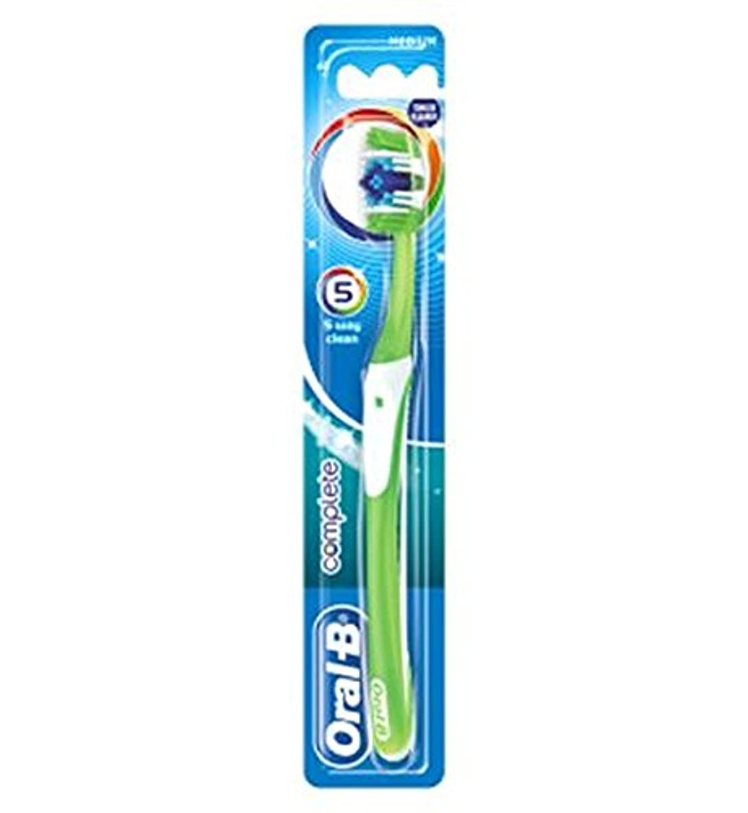 外交おいしいハリケーンOral-B Complete 5 Way Clean Medium Manual Toothbrush - オーラルBの完全な5道クリーンなメディアの手動歯ブラシ (Oral B) [並行輸入品]