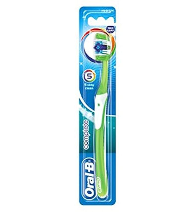 提供された派手謝るOral-B Complete 5 Way Clean Medium Manual Toothbrush - オーラルBの完全な5道クリーンなメディアの手動歯ブラシ (Oral B) [並行輸入品]
