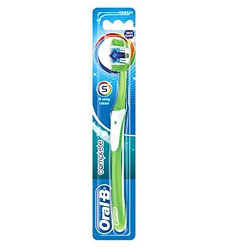 衣類外交官好むオーラルBの完全な5道クリーンなメディアの手動歯ブラシ (Oral B) (x2) - Oral-B Complete 5 Way Clean Medium Manual Toothbrush (Pack of 2) [...