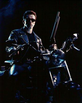 ブロマイド写真★『ターミネーター2』アーノルド・シュワルツェネッガー/カラー/バイクに乗り銃を持つ