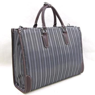丁寧仕上げ・鞄 ブリーフケース 縦縞のストライプ柄が印象的、...