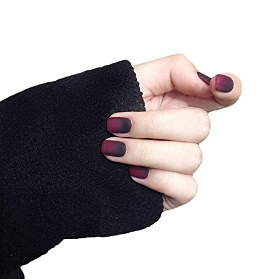 旅行美容師魅惑するXUTXZKA 24本のプリフェイクネイルマットグラディエントショートネイル美しいネイルのヒント