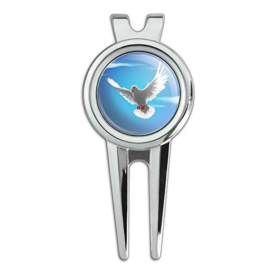 意欲懺悔人差し指空に飛ぶ鳩の鳥ゴルフディボットの修復ツールとボールマーカー