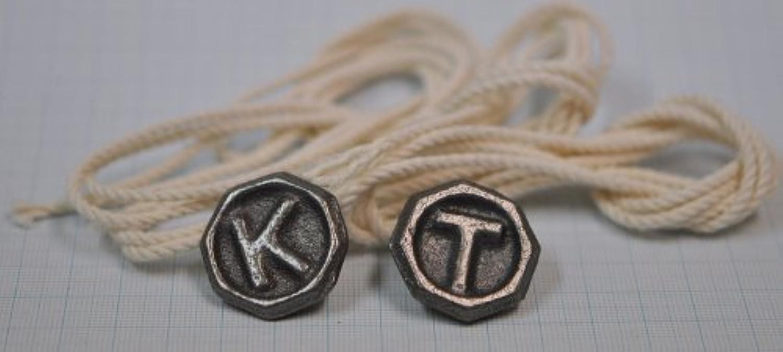 日三鋳造所 ベーゴマ 角六 (かくろく) 2個とベーゴマ用の紐3本のセット 初級者向けサイズです。
