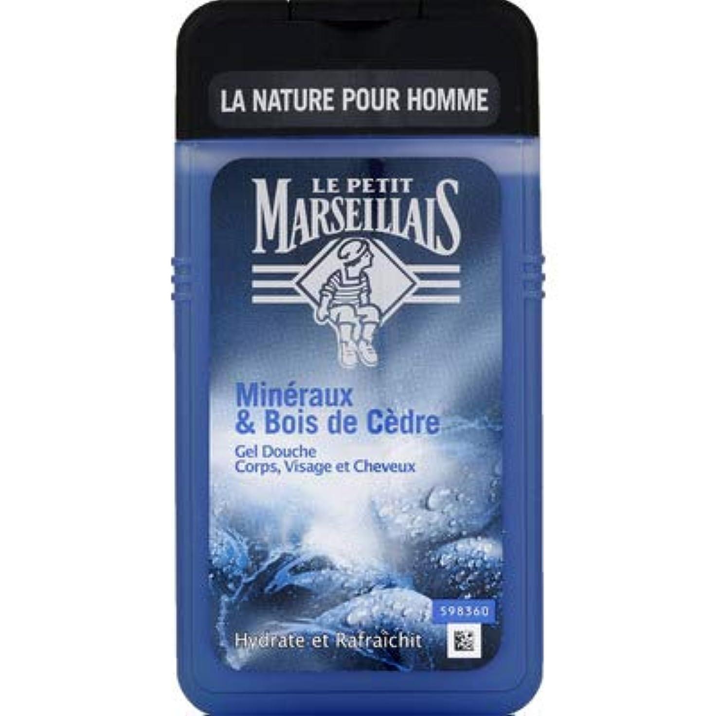 大いに水分木製メンズ用 顔?髪?体 ボディウォッシュ「ミネラル」と「シダーウッド」シャワージェル フランスの「ル?プティ?マルセイユ (Le Petit Marseillais)」 250ml