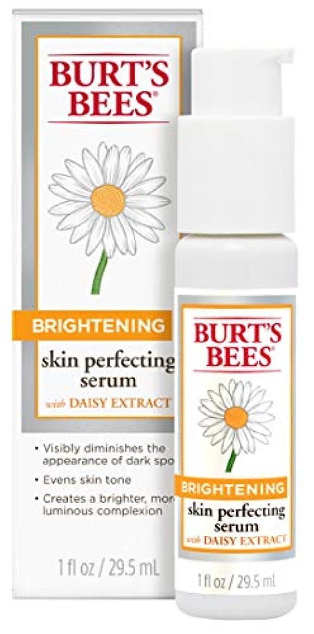 吐き出す女性船尾Burt's Bees Brightening Dark Spot Corrector - 30ml by Burt's Bees