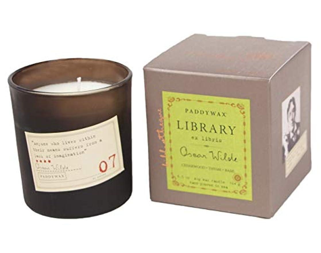 ハンドブックがっかりする悪魔Paddywax Library Collection Oscar Wilde 190ml Glass Candle, Cedarwood, Thyme, Basil