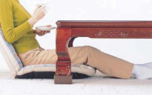 こたつや座卓の高さが上がったら、こんなにゆったりラクラク!  スマイルキッズ こたつの高さを上げる足 ジャンボ ブラウン AKO-05