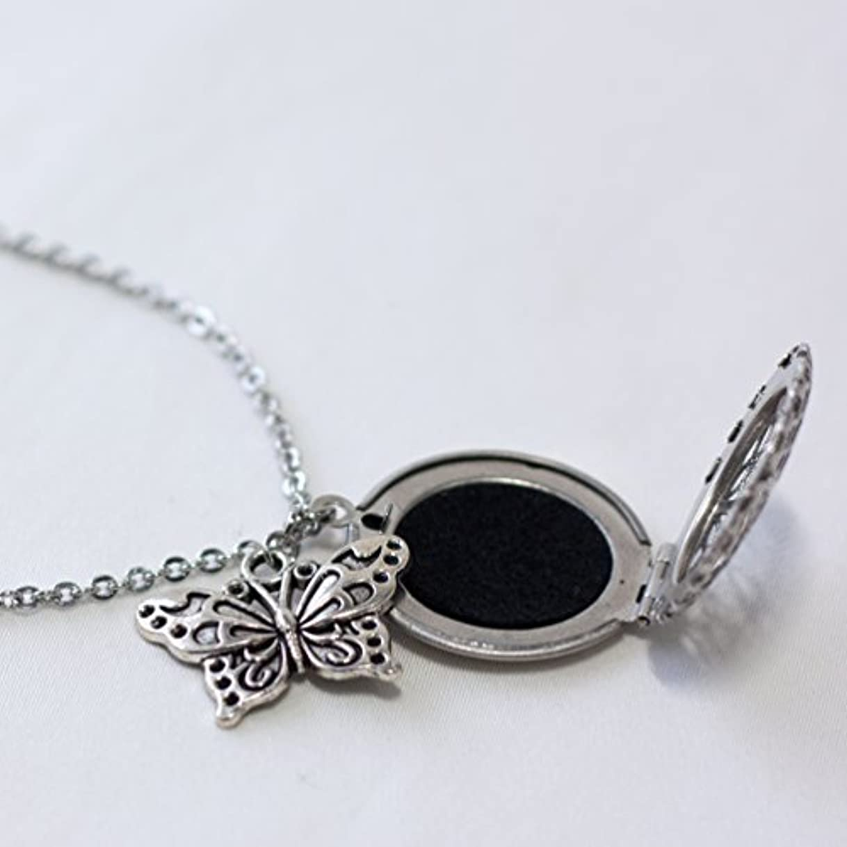 副産物データベース引っ張るEssential Oil Diffuser Necklace with Butterfly 18 inches with felt pads [並行輸入品]