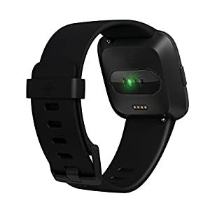 Fitbit フィットビット スマートウォッチ Versa iOS/android対応 バッテリーライフ4日以上 睡眠ステージ記録 歩数&距離&カロリー記録 耐水50m性能  着信/SMS/アプリ(LINE/Twitter/Facebook)通知 24時間心拍測定 エクササイズモード 女性の体調管理 Black/Black Aluminium L/Sサイズ【日本正規品】 FB505GMBK-CJK