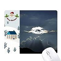 灰色の空の白い雲の光 サンタクロース家屋ゴムのマウスパッド