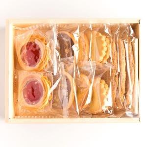 【銀座ウエスト】 ドライケーキ(リーフパイ×3枚、ヴィクトリア×2個、バタークッキー×2枚、ウォールナッツ×2枚、マカダミアン×2枚)
