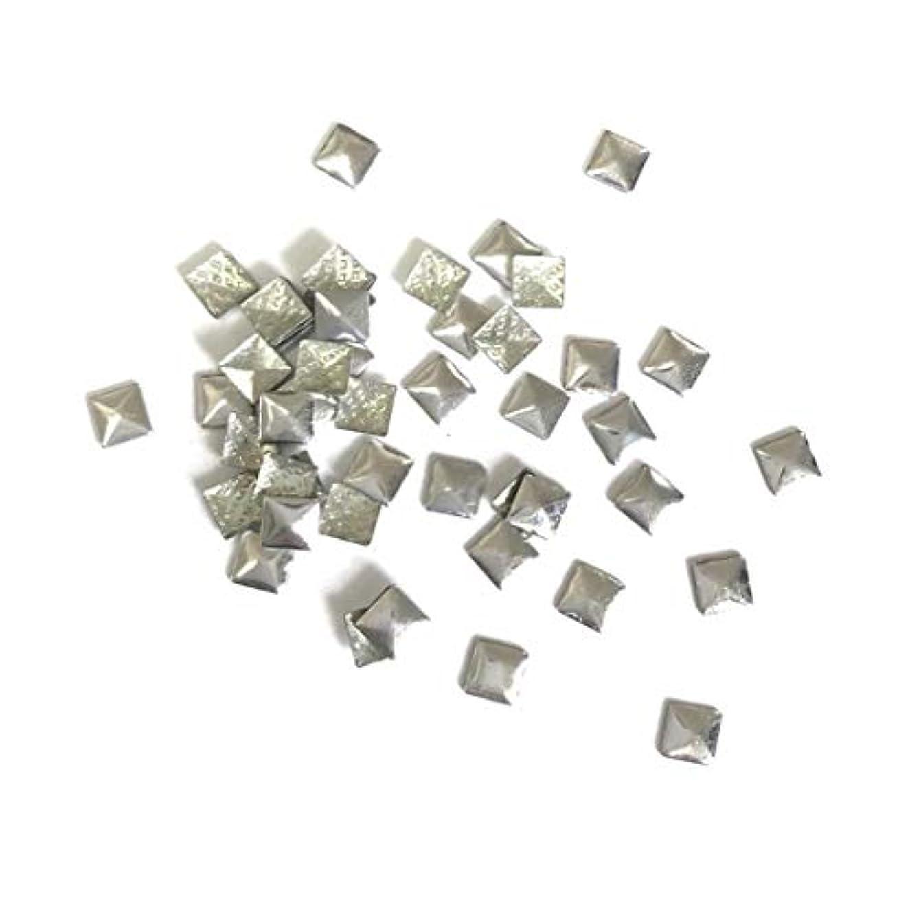 テープ脳有害【ネイルウーマン】メタルパーツ スタッズ シルバー 銀 スクエア 四角形 (3mm) 約50粒入り