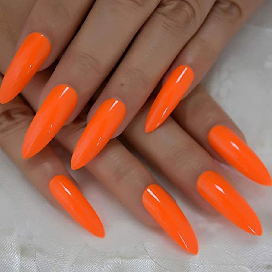 気絶させるチャンバー一掃するXUTXZKA 偽の爪爪のデコレーションマニキュアのヒントの非常に長いオレンジ色の光沢のあるプレス爪24