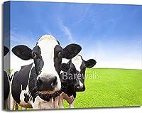 barewalls 緑の草原の雲の上の牛 背景 ギャラリーラップ キャンバスアート 20インチ x 24インチ)