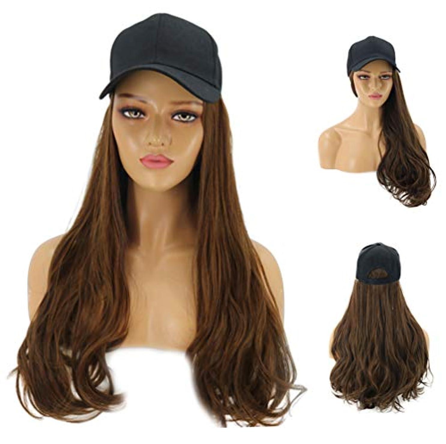 女性のファッショナブルな野球帽、長いウェーブのかかった髪の拡張機能、毎日のパーティー用の黒い帽子が付いた自然な人工毛