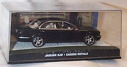 james bond 007 casino royale jaguar XJ8 film scene car 1.43 scale diecast model by universal hobby by Universal Hobby [並行輸入品]