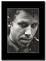 - Tom Waits - American Singer-Songwriter - つや消しマウントマガジンプロモーションアートワーク、ブラックマウント Matted Mounted Magazine Promotional Artwork on a Black Mount