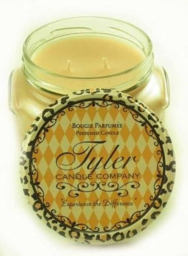 Entitled Tyler 11オンス香りつき2-wick Jar Candle