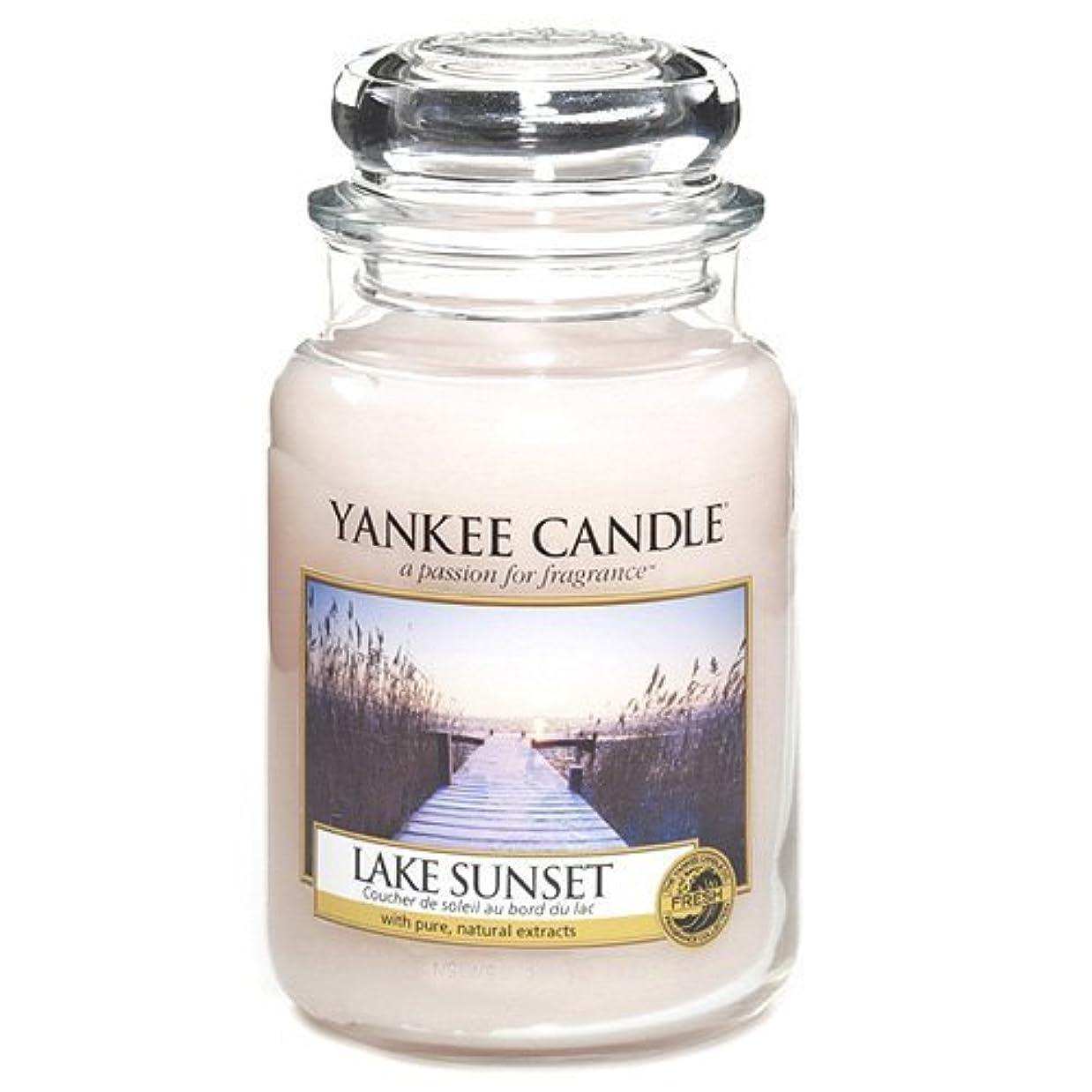 降伏論理的に蒸留するYankee Candle Large Jar Candle, Lake Sunset by Yankee [並行輸入品]