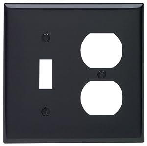 Leviton 80705-e 2-gang 1-toggle 1-duplexデバイス組み合わせ壁材、標準サイズ、熱可塑性ナイロン、デバイスマウント、ブラック