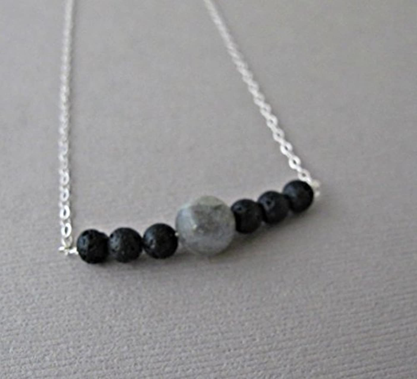 弁護人海外非アクティブLabradorite Lava Pendant Essential Oil Necklace Diffuser Aromatherapy - Simple Minimalist Lava Bead Diffuser Necklace...
