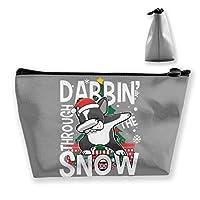 Dabbin' Through The Snow Santa ボストンテリア 収納バッグ 化粧バッグ メイクポーチ 化粧品収納 ラダー トラベルポーチ 小物入れ 普段使い 機能的 大容量 旅行も便利 撥水する防水ポーチ ユニークバック