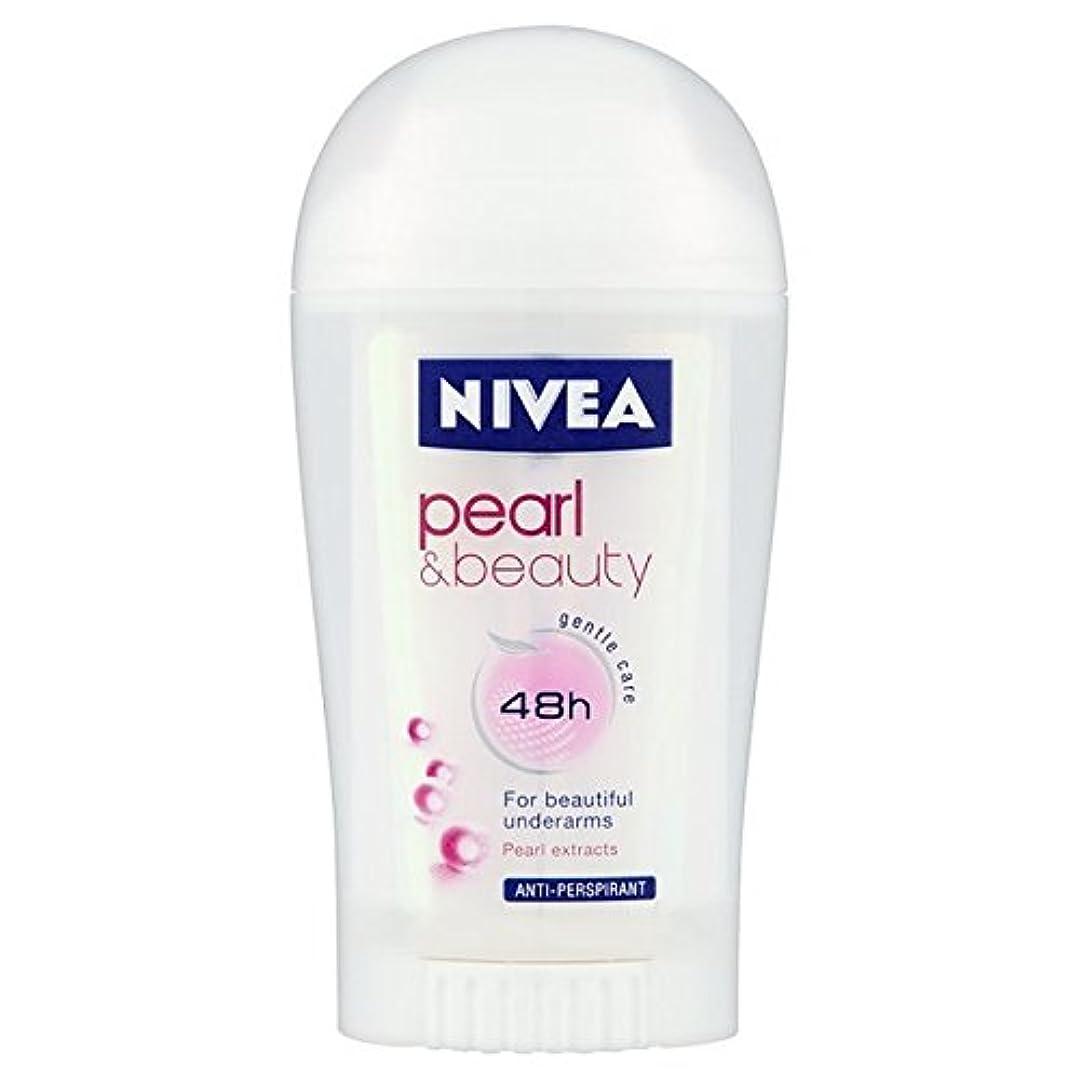 まばたき我慢する帳面ニベア真珠&ビューティー制汗デオドラントスティック40ミリリットル x4 - Nivea Pearl & Beauty Anti-Perspirant Deodorant Stick 40ml (Pack of 4) [...