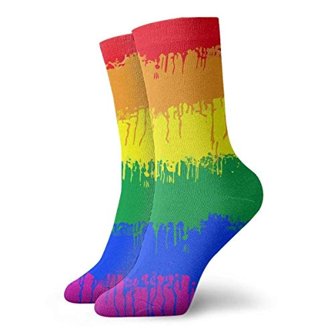 ポーズ侮辱通りqrriyノベルティデザインクルーソックス、LGBTゲイレズビアンの旗、クリスマス休暇クレイジー楽しいカラフルな派手な靴下、冬暖かいストレッチクルーソックス