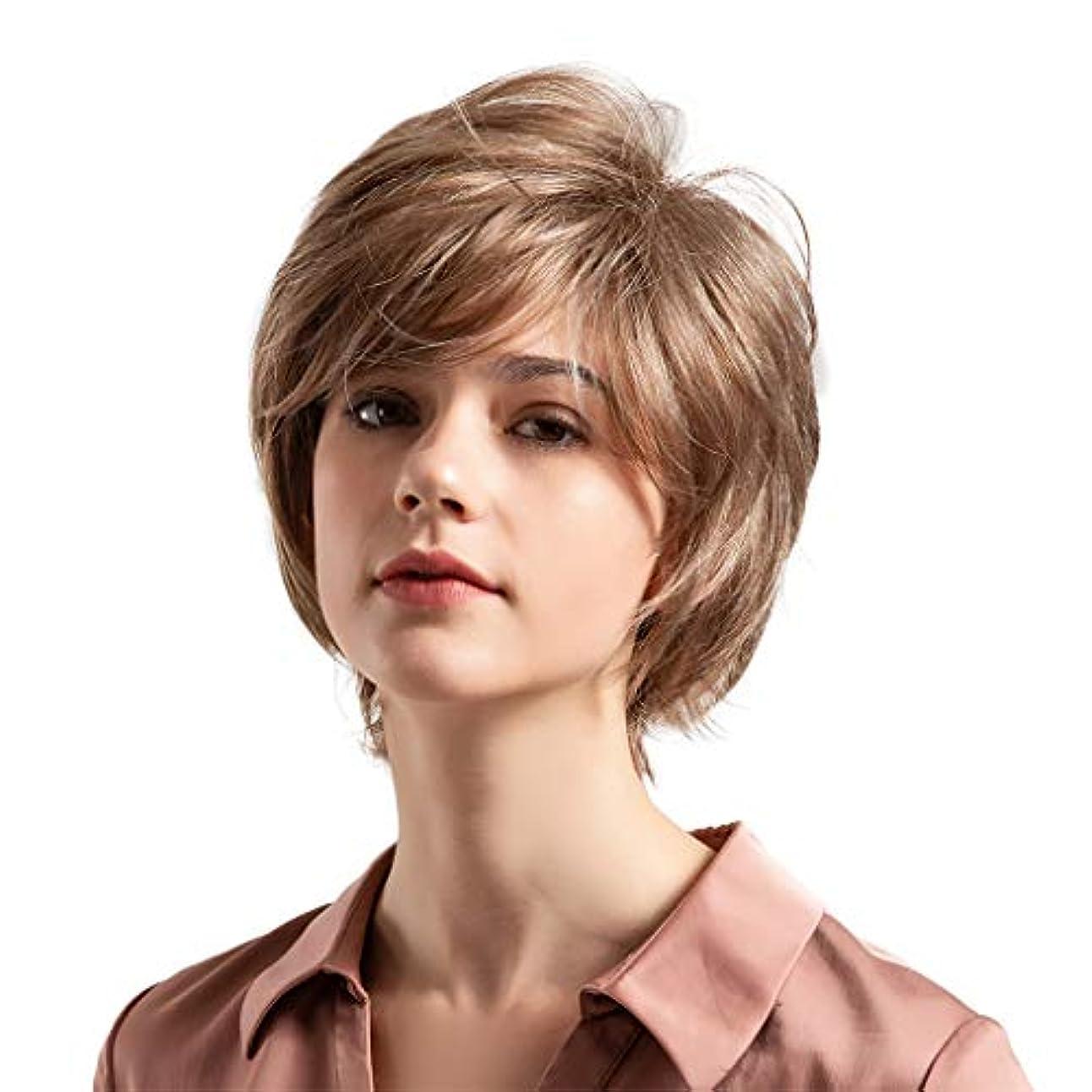 剥離発火する明るい薄茶色の混合色の自然な巻き毛の短い髪の かつら