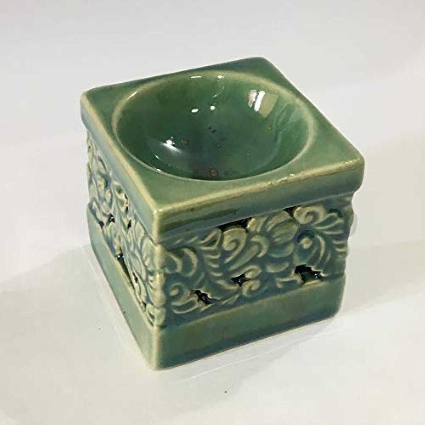 壮大な近傍投獄アロマポット (緑) 角型 フラワーカービング柄 チェンマイ産 香炉 陶器 アロマ炉 タイ