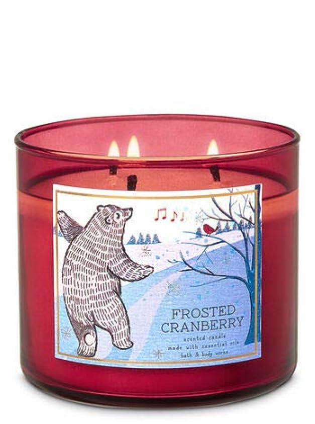 聞くノベルティ心配【Bath&Body Works/バス&ボディワークス】 アロマキャンドル フロステッドクランベリー 3-Wick Scented Candle Frosted Cranberry 14.5oz/411g [並行輸入品]