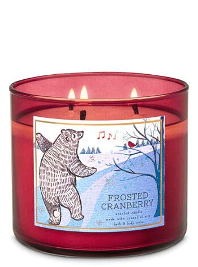 指標びん周り【Bath&Body Works/バス&ボディワークス】 アロマキャンドル フロステッドクランベリー 3-Wick Scented Candle Frosted Cranberry 14.5oz/411g [並行輸入品]