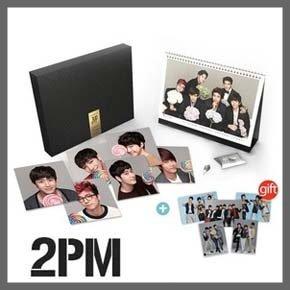 【2PM 2013 Official Calendar Set (JYP 公式 グッズ)】卓上 カレンダー + グリーティングカード + 夜光棒イヤーキャップ [並行輸入品]