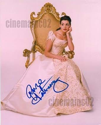 直筆サイン入り写真★アン・ハサウェイ/『プリティ・プリンセス』イスに座る王女様