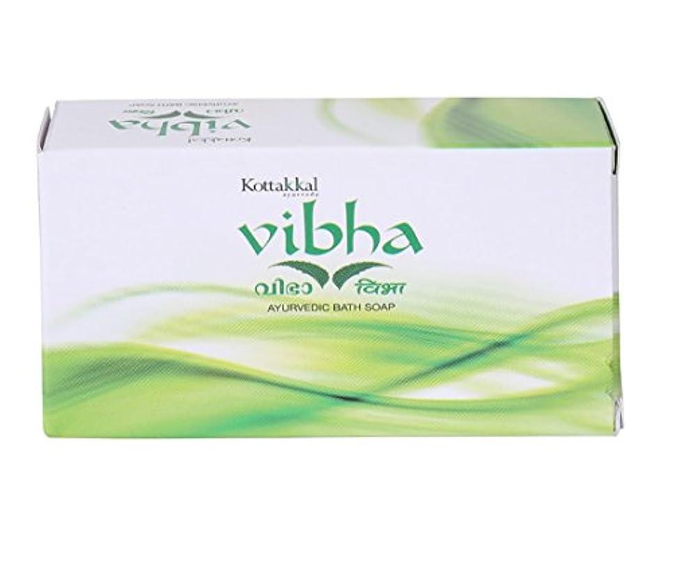 滝戦闘整理するArya Vaidya Sala Kottakkal Vibha Ayurvedic Bath Soap