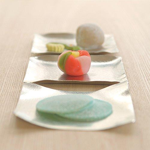 コースターにもお皿にも早変わり。手で曲げられるお皿「すずがみ」