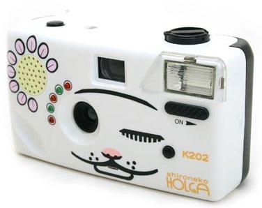 【しろねこHOLGA】ニャンコの声でふり向かせる!シロネコホルガなら鳴き声機能搭載です。ホルガブランドにして35mmフィルム仕様、フラッシュ搭載だから使いやすい。(PowerShovel)
