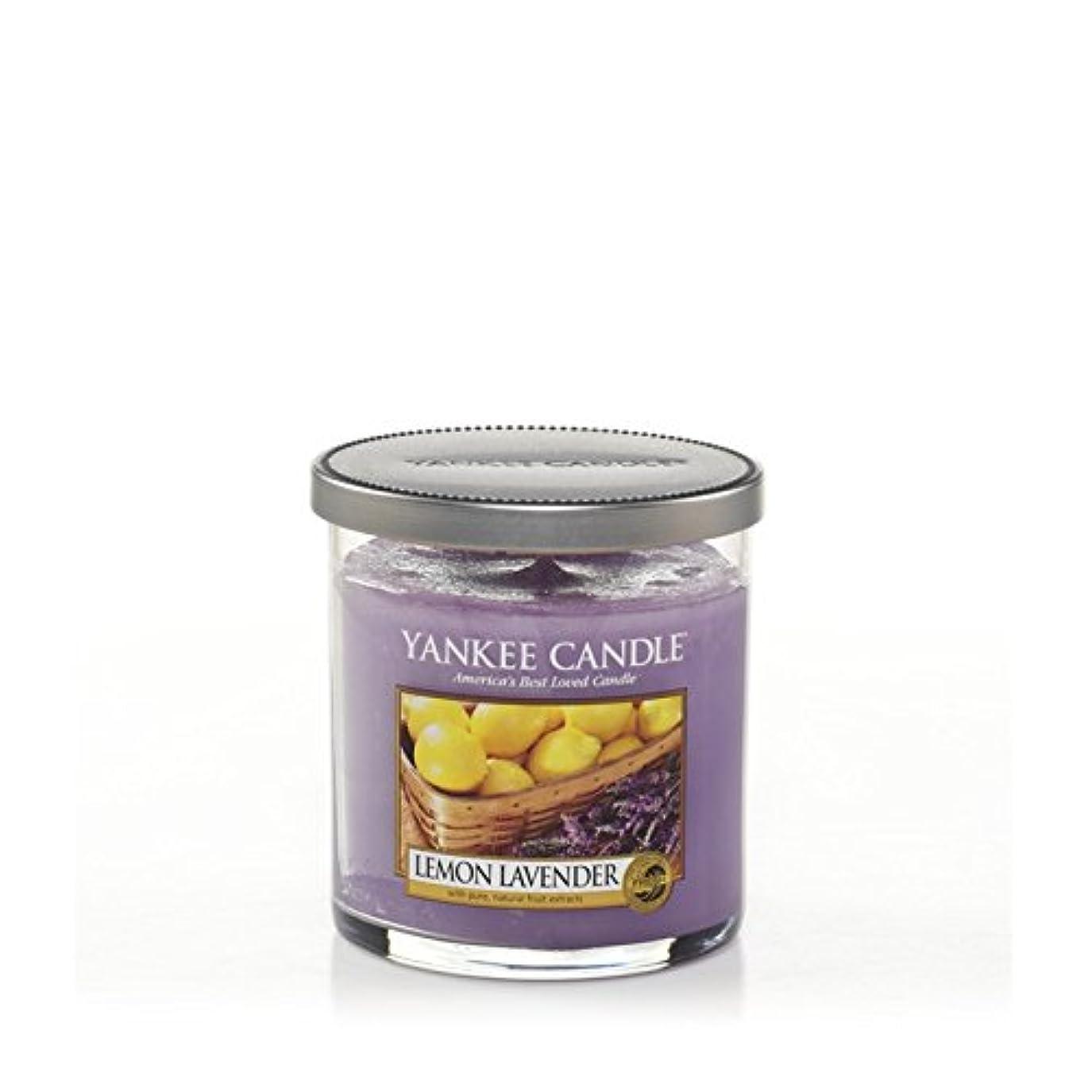 スポーツの試合を担当している人の前でリットルヤンキーキャンドルの小さな柱キャンドル - レモンラベンダー - Yankee Candles Small Pillar Candle - Lemon Lavender (Yankee Candles) [並行輸入品]