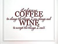 Vinylsay 1236.LordGive-M.Dark Red-22x11ウォールデカールと言う壁には、私が変えることができるものを変えるために私にコーヒーをやることができないものを受け入れるためにワインをつける、22インチx 11インチ、つや消しダークレッド