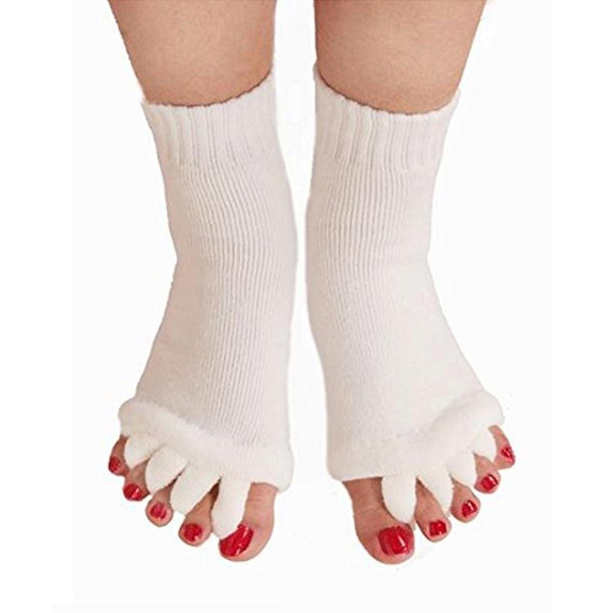 コーナー演じる歯5本指 ソックス 靴下 足指全開 スリーピングソックス 足指ケア 痛みを軽減する 外反母趾 偏平足対策 ヨガウェア 美脚 就寝時用 快眠 むくみ解消 ホワイト 1ペア