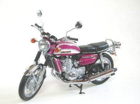 ミニチャンプス 1/12 スズキ GT750 1973 (キャンディーラベンダー)