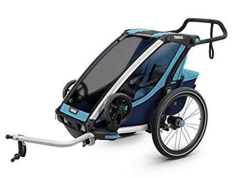 スーリー・チャリオット・クロス1<Thule Chariot Cross1>けん引アーム&ベビーカー用前輪&防水レインカバー付属(色:ブルー/ブラック) 1人乗り・スポーツ用途から日常使いまで広範囲をカバーする多機能スポーツトレーラースポーツ、アウトドア、買い物、お散歩、保育園送迎など多様なシーンに対応サスペンション搭載で快適。特にベビーカーとしての性能が優れています。オプションを付けることで生後1ヶ月から使えます。安全性と信頼性のTHULE CHARIOTブランド。競合と比べても優位な点が多いです。店長お勧め!